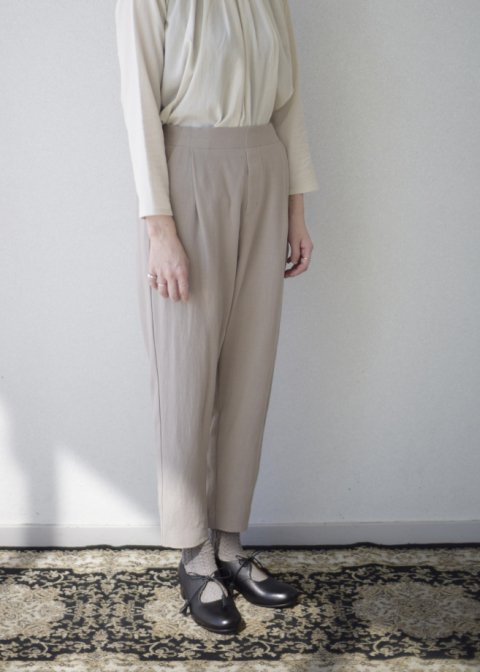 cotton wool narrow tuck pants