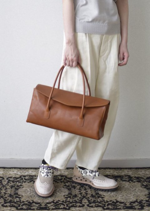 Naturally tanned leather horizontal handbag