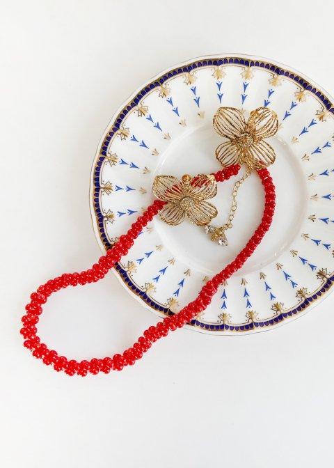 ハナミズキ(片耳)、チョーカーネックレス(赤珊瑚、ハチ)