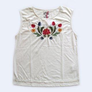<img class='new_mark_img1' src='https://img.shop-pro.jp/img/new/icons16.gif' style='border:none;display:inline;margin:0px;padding:0px;width:auto;' />花柄刺繍♪ オフ白Tシャツ【aldomartins】