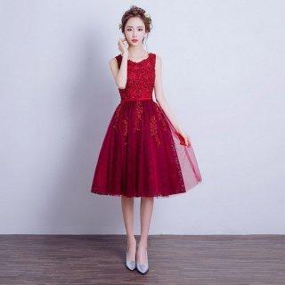 謝恩会におすすめ 深め赤がかわいい膝丈ドレス