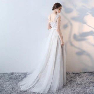シックなフラワー&リーフモチーフのスレンダーウェディングドレス