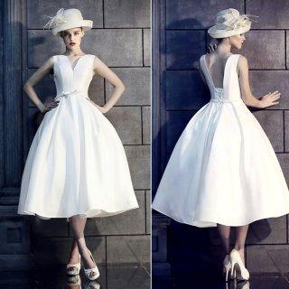 クール系女子に シンプルなミモレ丈のホワイトドレス
