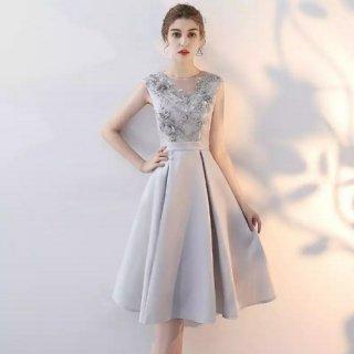 膝丈 立体的なフラワーモチーフが上品 シルバーグレーのフレンチスリーブドレス