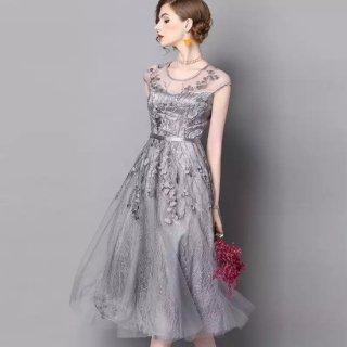 結婚式に 褒められワンピ ふんわりグレーの刺繍レース膝下ドレス
