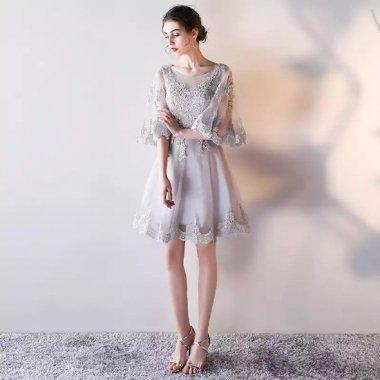 結婚式や謝恩会に フェミニンなケープスリーブ 花柄刺繍が美しい膝丈ドレス