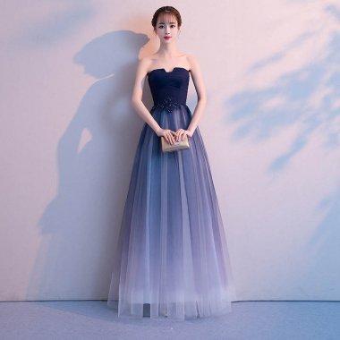 演奏会やお色直しに エレガントなネイビーのベアトップロングドレス