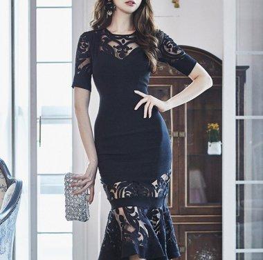 マーメイドラインがセクシー アラベスク柄がエレガントな黒の半袖タイトドレス