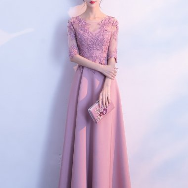 お呼ばれや発表会に ワントーンの花柄刺繍レースがエレガントなマキシ丈の袖ありドレス