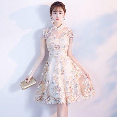 お呼ばれや発表会に マオカラーとシースルー切り替えがエレガントな花柄刺繍の半袖ドレス