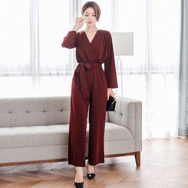 ワイドシルエットでスタイルアップ 上品カラーの長袖きれいめパンツドレス 2色