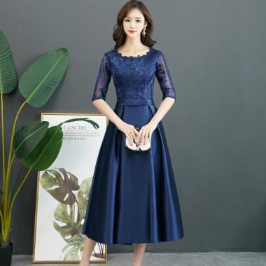お呼ばれシーンにおすすめ エレガントな刺繍レースのフレアなロングドレス 2色