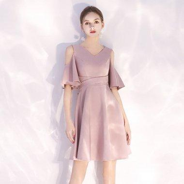 シンプルでおしゃれな海外デザイン オープンショルダーのフレアワンピース ドレス