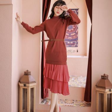 大人ガーリーな海外デザイン ティアードフリルのスカートと長袖トップスのセットアップ