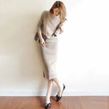 オトナ女子におすすめ シンプルニットの長袖トップスとスカートのきれいめセットアップ 3色