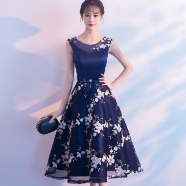 謝恩会にもおすすめ 清楚ガーリーな花柄刺繍のフレアロングドレス ワンピース