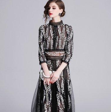 エレガントで個性的な総柄デザイン ハイネックシースルーの長袖ミディ丈ドレス ワンピース