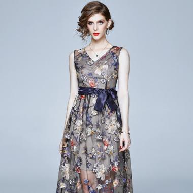 シースルーレースの上品デザイン 花柄刺繍とリボンが大人かわいいノースリーブドレス ワンピース