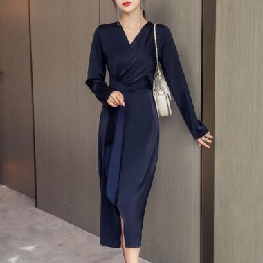 結婚式や二次会に エレガントなツヤ感の長袖カシュクールフリルワンピース ドレス 2色