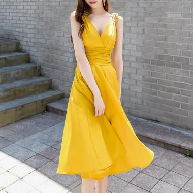 デイリーからお呼ばれまで リボンショルダーがかわいいノースリーブのフレアワンピース 2色 ドレス