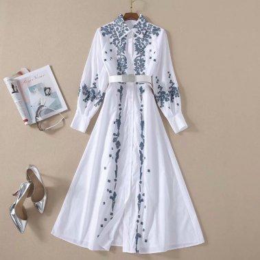 華やかなボタニカル刺繍 上品かわいいロング丈の長袖白シャツワンピース