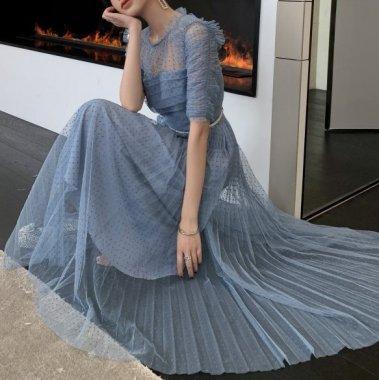 個性的でガーリーな海外デザイン たっぷりフリルやプリーツがキュートなドット柄ロングドレス