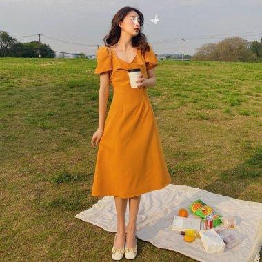 きれいめカジュアルな人気アイテム ふんわりパフ袖のミモレ丈フレアワンピース パーティードレス