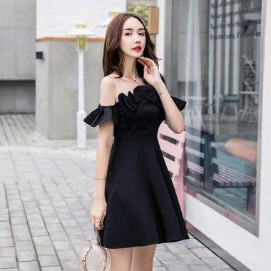 個性的でガーリーな海外ドレス ボリューミーなフリルとリボンのオフショル風フレアミニワンピース