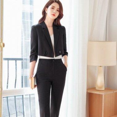 モダンテイストな大人スタイル ショート丈ジャケットとタイトボトムスの上下セットアイテム パンツスーツ 4色