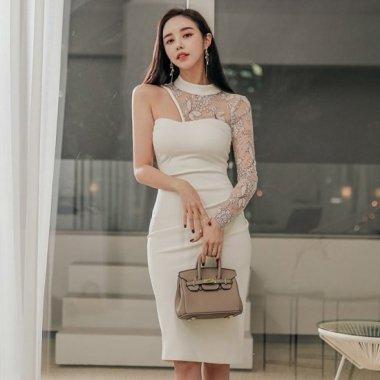 ワンショルダーでセクシーに 個性的でエレガントな刺繍レースの膝丈タイト白ドレス