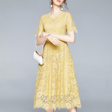 豊富なサイズ展開 華やかな透かし彫り花柄レースのロング丈半袖フレアドレス 2色