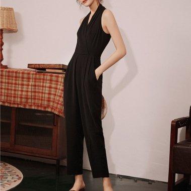 スタイリッシュな大人スタイル シンプルエレガントなホルターネックのパンツドレス オールインワン