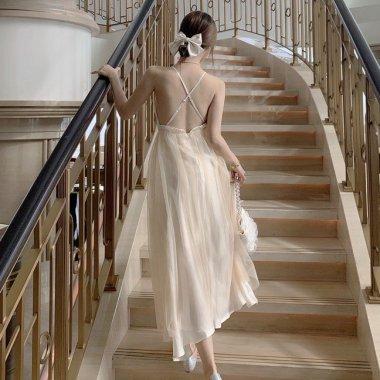 ウエディングドレスにも ふんわりチュールが上品かわいいバックコンシャスのキャミソールロングドレス