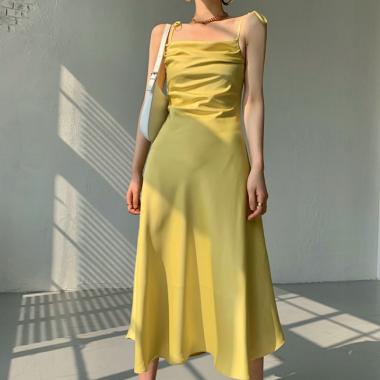 オトナ女子のパーティードレスに エレガントなツヤ感のキャミソールロングワンピース 3色