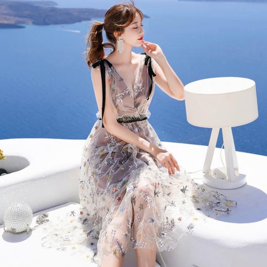 個性的で華やかな海外デザイン ティアードフリルのロング丈ボタニカル柄ノースリーブドレス