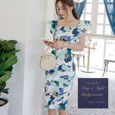 【即納】ボリューミーなフリルと大判の花柄が魅力的なタイトドレス/ブルー/S