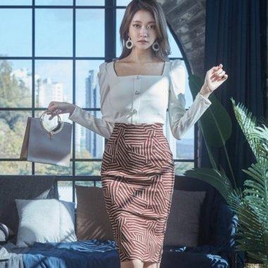 【即納】デイリーからお呼ばれまで エレガントな柄のタイトスカートと白トップスの2点セットアイテム/XLサイズ
