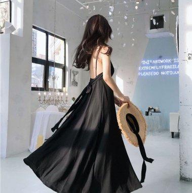 【即納】後ろ姿までおしゃれなバックコンシャス シンプルかわいいキャミソールのフレアロングワンピース/ブラックL
