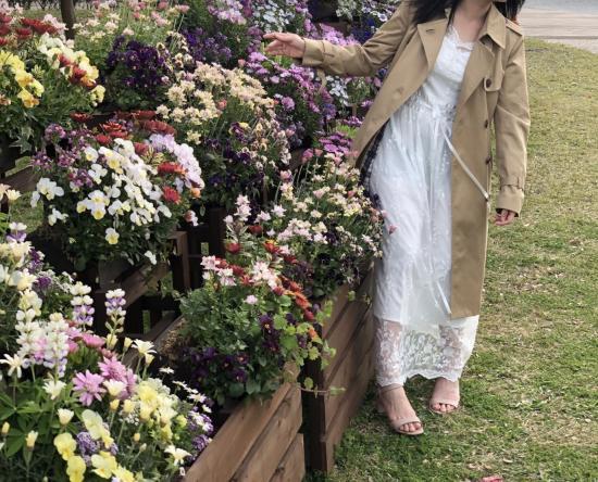 【即納】デイリーからお呼ばれまで 花柄刺繍が上品フェミニンな総レースの袖ありロングワンピース 2色