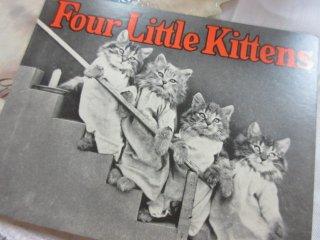 4匹の小さな子猫