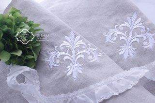 【新入荷】modern Lily ジャコビアン柄刺繍 リネン生地