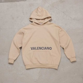 <img class='new_mark_img1' src='https://img.shop-pro.jp/img/new/icons7.gif' style='border:none;display:inline;margin:0px;padding:0px;width:auto;' />【VALENCIANO BY KELME(バレンシアーノ バイ ケレメ)】OVERSIZED  LOGO HEAVY HOODIE (ロゴ パーカー) Beige
