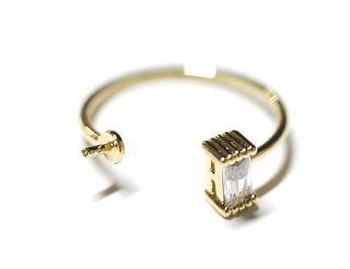 【1個】バケットカットCZ&ピートン付き光沢ゴールド指輪、リングのパーツ