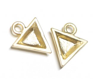 【2個】立体的な3D Petit Triangleプチ三角形マットゴールドチャーム