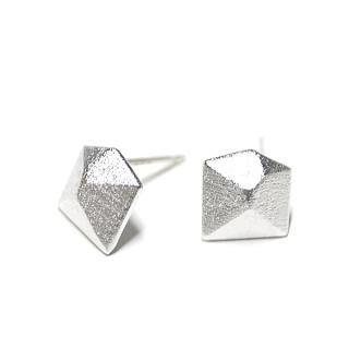 【1ペア】925芯!質感あるシルバー3D Diamond立体的なダイヤモンド形シルバー925芯ピアス