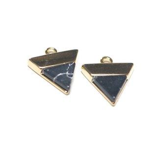 【1個】1点もの〜天然石ソーダライト(Sodalite)風三角形ゴールドチャーム