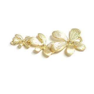 【1個】バラして使えるPetit Trio Flowers(プチトリオフラワー)マットゴールドコネクター、チャーム