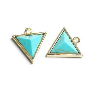 【1個】天然石〜ターコイズTurquoise風3D三角形ゴールドチャーム