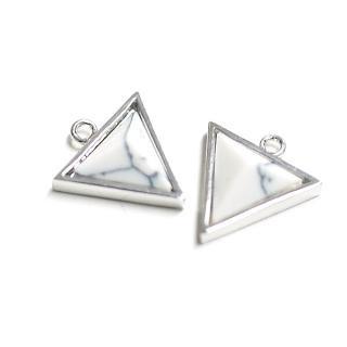 【1個】天然石〜ハウライトHowlite風3D三角形シルバーチャーム