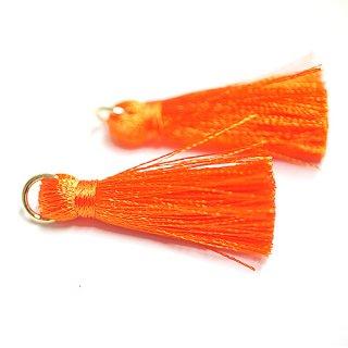 【4個入り】Orangeオレンジカラー約30mmカン付きタッセル、チャーム